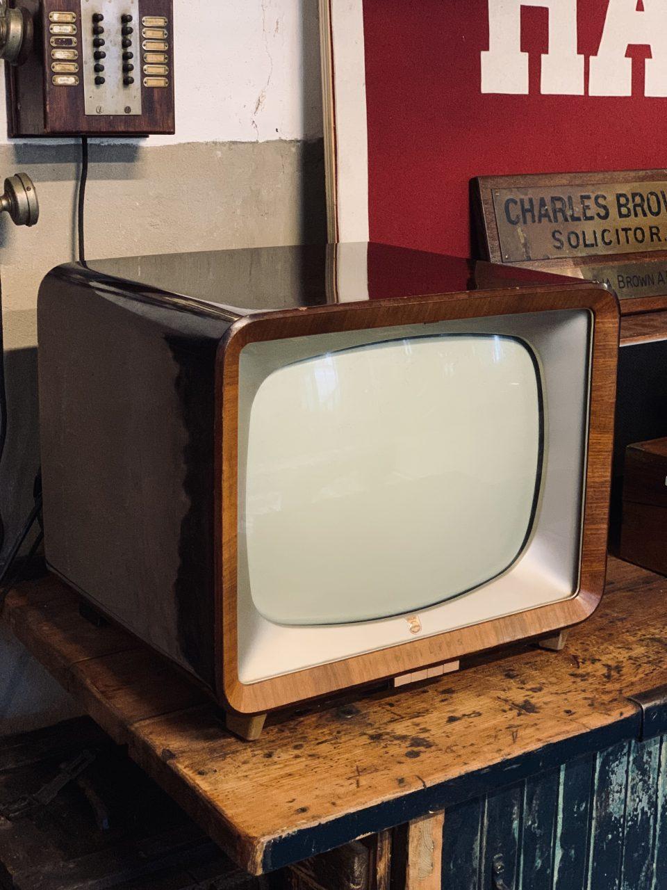 Gezocht Tv Kast.Oude Philips Tv Gezocht Industrieel Vintage De Olde Looierij